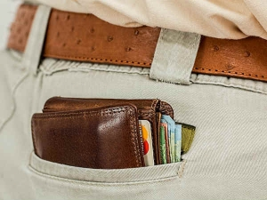 Why These Things You Should Never Carry Your Wallet