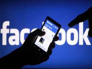 Facebook Plain Text Password Debacle Experts Say Change You