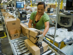 Amazon Will Pay 7 Lakhs Upee To Workers To Quit And Start Th