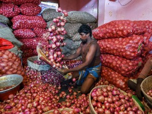 Due To Delay In Arrival Of Stocks In Mandis Across The Country Onion Price Hiked