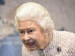 U K Queen Social Media Guru Job Openings Weekly 94 Thousand Salary