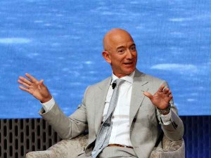 Facebook Blames Apple For Jeff Bezos Phone Hacking