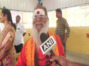 Year Old Beggar Donated 8 Lakh To Temple