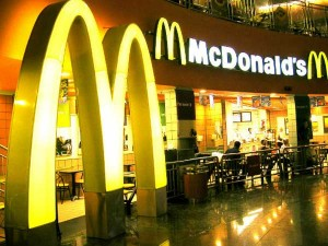 Mcdonald S Kfc Suspend Dine In Services In Delhi