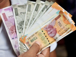 More Than 23 Lakh Crore Wealth Of 500 Rich People Eroded
